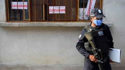 Aumentan a 29 los decesos por beber alcohol adulterado en México