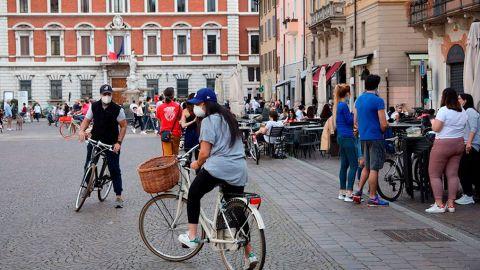 El 70 % de los pequeños comercios de Italia reabren a pesar del coronavirus