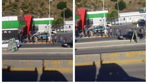 ¿Y la sana distancia apá? | Filas en carretera Tijuana-Ensenada por cerveza