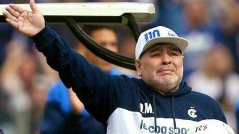 Maradona extiende contrato con Gimnasia y Esgrima