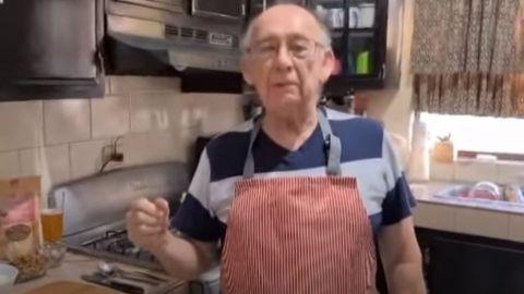 VIDEO:Abuelito se vuelve youtuber de cocina al perder su trabajo por la pandemia