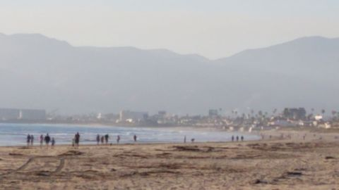 Inundan playas municipales a pesar de confinamiento