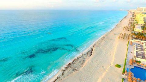 Sin miedo al coronavirus, turistas empiezan a llegar al Caribe mexicano