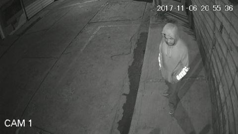 VIDEO: 😂 Vivillo desde chiquillo, ladrón se roba la cámara de seguridad