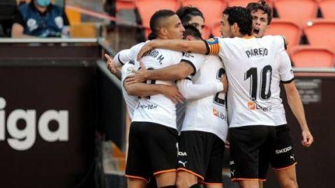 Guedes reengancha al Valencia en la lucha por Europa