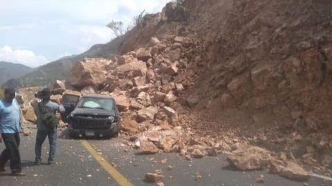 📸 Impactante derrumbe en carretera Oaxaca-Istmo ocasionado por temblor