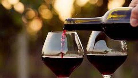 Beneficios de tomar vino en las noches 🍷