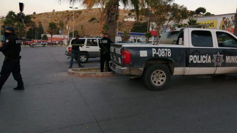 Hombre es ejecutado en el estacionamiento de un centro comercial
