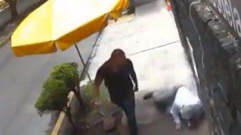 VIDEO: #LordBanqueta golpea a quien se atraviesa en su camino