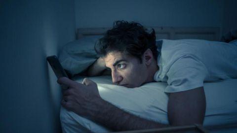 Las personas que se acuestan tarde regulan peor sus emociones, según estudio
