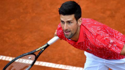 Djokovic hace donación a ciudad serbia golpeada por el coronavirus