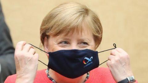 Merkel insiste en que el cubrebocas es ''irrenunciable'' para contener pandemia