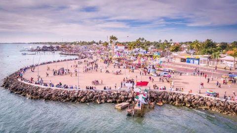 Saturan playas de Sinaloa