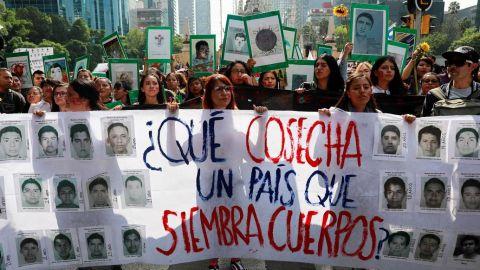 Caso Ayotzinapa da un giro por el hallazgo de uno de los 43 normalistas