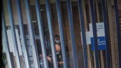 Oficiales de migración matan a hombre en garita centro
