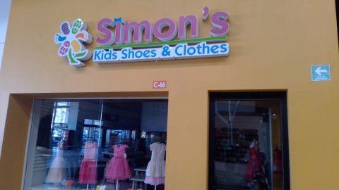 Centros comerciales reabrieron en Tijuana