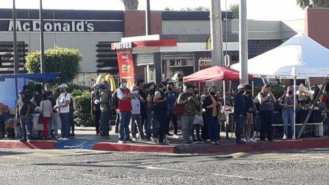 Sin sana distancia en calles de Tijuana
