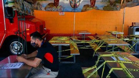 California da un paso atrás en su reapertura y cierra restaurantes y bares