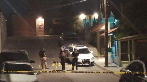 Disparan contra un vehículo y una vivienda y dejan cartulina con mensaje