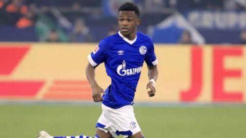 Matondo es criticado por lucir la playera del Dortmund