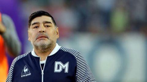 Maradona evalúa demandar por 'La mano de Dios'