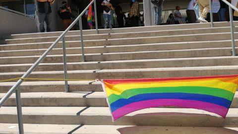 Irrumpe en evento LGBTTTI para hablar de la familia tradicional