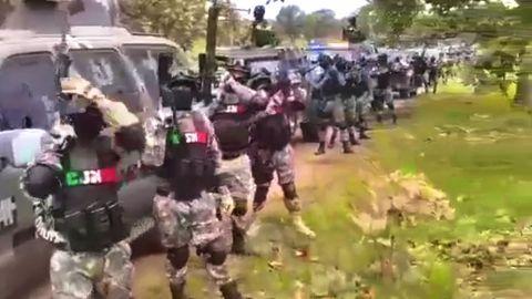 ⚠ VIDEO: ``Pura gente del Mencho´´, grita enorme ejército del CJNG