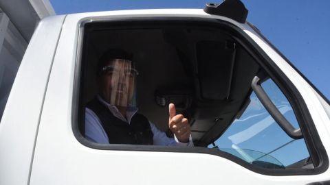Alcalde de Ensenada como en campaña: encabeza desfile