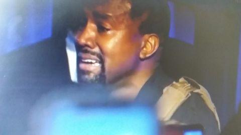 Kanye West llorando inconsolable en campaña por la presidencia de EU