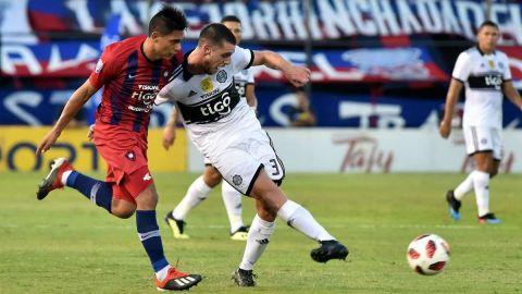 Paraguay reanuda el fútbol profesional pese a polémica por casos coronavirus