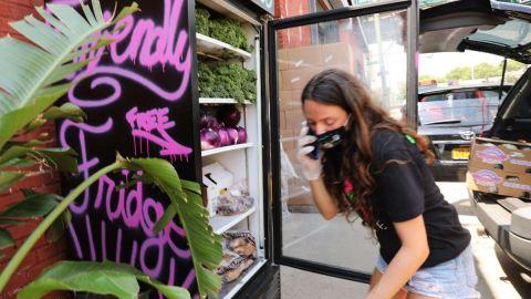 Refrigeradores comunitarios contra el hambre en Nueva York