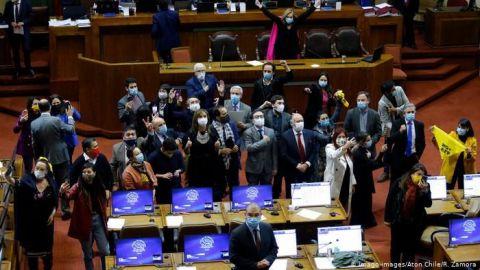 Chile aprueba histórica reforma para el retiro anticipado de las pensiones