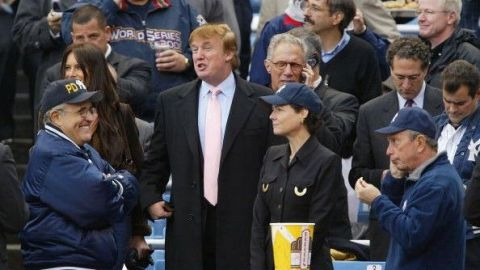 """El presidente del Bronx llama """"cínicos"""" a los Yankees por invitar a Trump"""