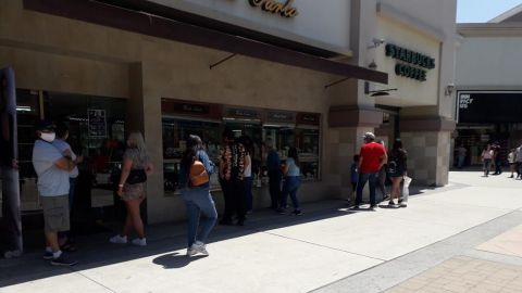 FOTOS: BC en semáforo rojo, tijuanenses acuden a centros comerciales