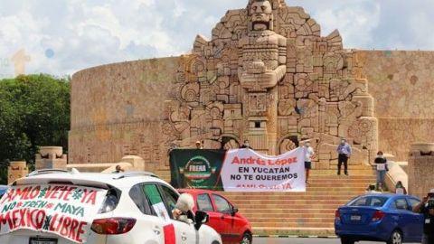 Protesta de FRENA contra AMLO en plaza de Mérida