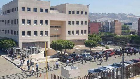 Reapertura de juzgados generó largas filas en Tijuana