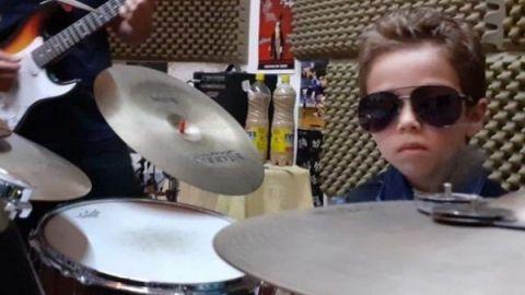 El niño de cinco años que sorprende por saber tocar varios instrumentos