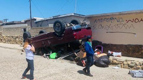 Mujer pierde el control de su vehículo, al quedarse sin frenos