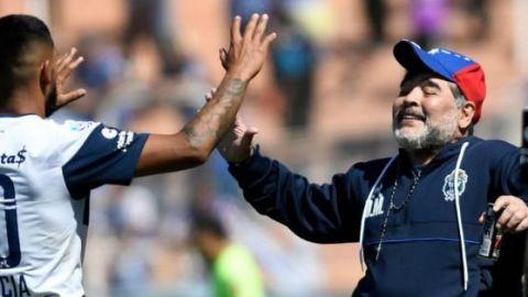 Maradona sonríe por la vuelta de los entrenamientos en Argentina