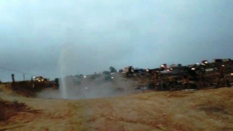 FOTOS: Huachicoleo de combustible provoca brote de 3mts y desalojo en la zona