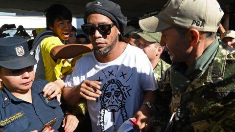 Juez paraguayo resolverá si Ronaldinho queda libre o no
