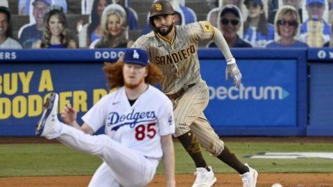 Padres superan a Dodgers 2-1 con remolcador de Hosmer