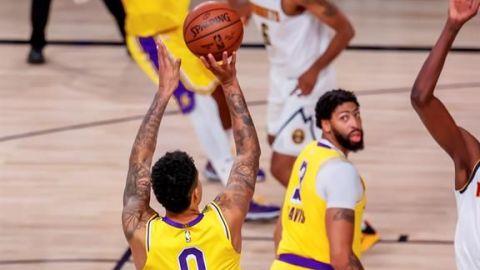 Kyle Kuzma salva a Lakers con triple y cortan racha perdedora
