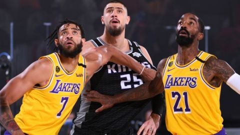 Kings superan a unos Lakers que piensan en los playoffs