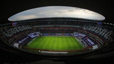 Comentaristas de Televisa excusan las fallas en el Estadio Azteca