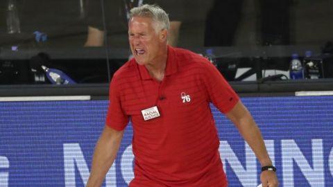 Los 76ers despiden al entrenador Brett Brown tras barrida