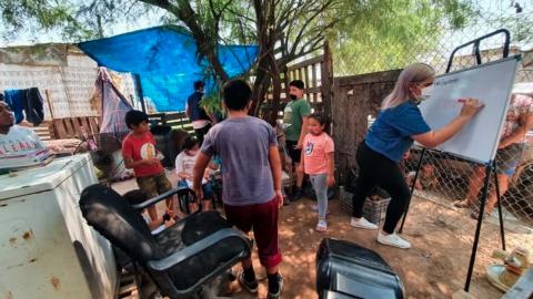 Ofrecen clases presenciales a niños sin televisión en Hermosillo