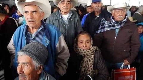 En pobreza 38.3% de los adultos mayores, a pesar de apoyos: Coneval