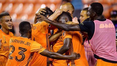 Dynamo continua sin perder; supera a Sporting KC