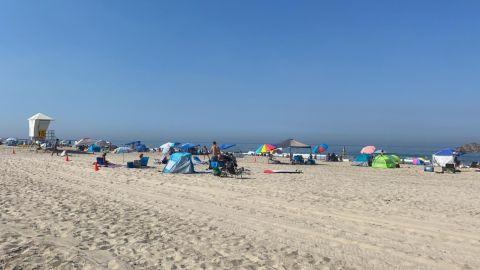 Olvidan el COVID-19 y sandieguinos asisten a playas
